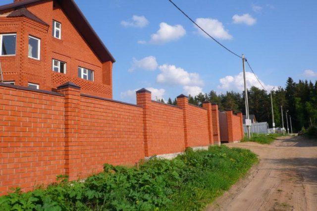 Бригада квалифицированных каменщиков построит дом
